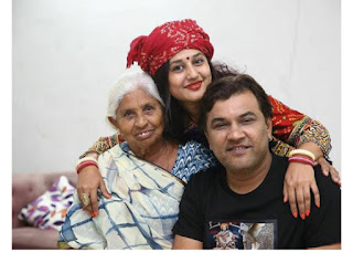 Kirtidan-Gadhvi-wife-and-mother