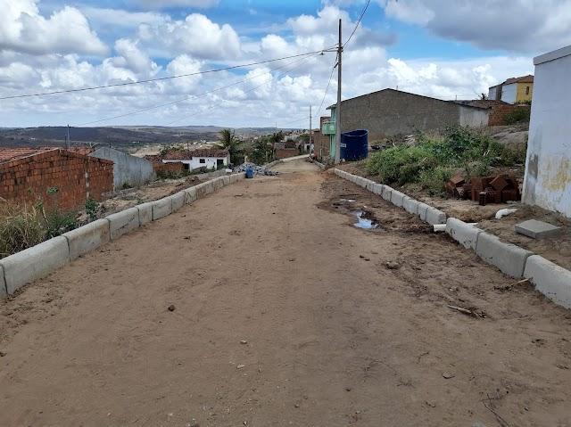 Prefeitura de Arara inicia obra de pavimentação em mais uma rua