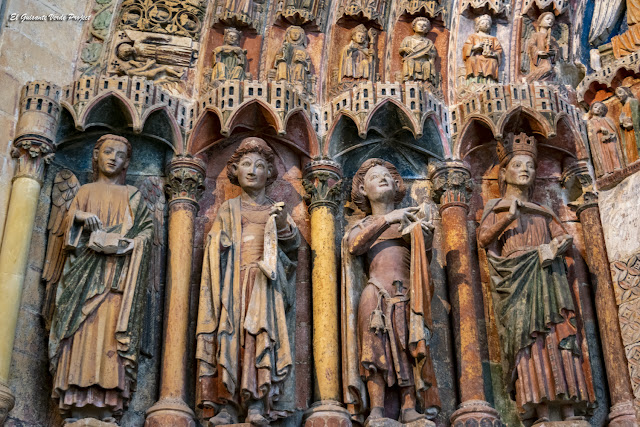 Portada de la Majestad, Colegiata de Santa María, esculturas - Toro