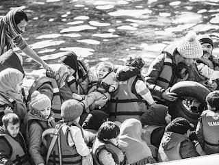 El viceministro de Grecia, Ioannus Mouzalas, confirmó ayer la necesidad de obtener ayuda urgente de Bruselas para paliar la grave crisis de refugiados en la que está sumido el país mediterráneo tras el cierre casi completo de la ruta de los Balcanes.