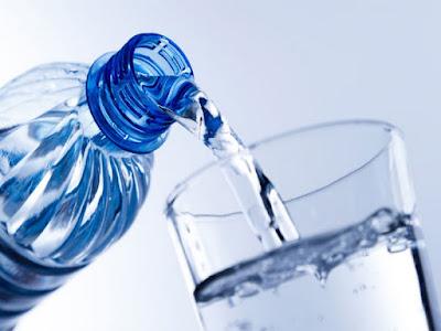 Cara-Menurunkan-Berat-Badan-dengan-Minum-Air-Mineral