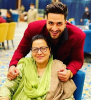 aly goni with here mother