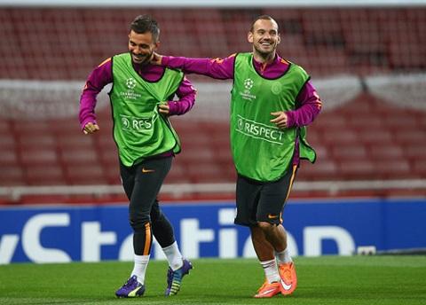 Sneijder tập luyện tại Nice