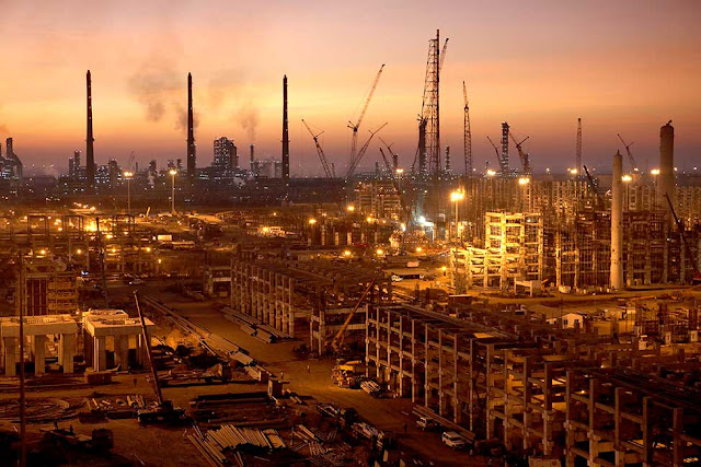 Image Attribute: Twilight at the Jamnagar Refinery, one of the world's largest oil-refining unit in Western India / Source: Bechtel
