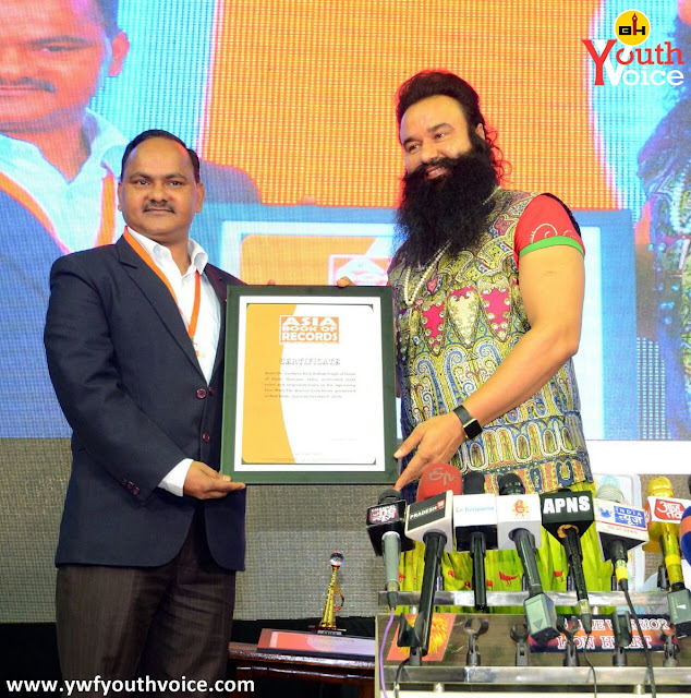 MSG The Warrior LionHeart Premiere Delhi Cover Poster Photos Videos Music Wallpaper Trailer Dhol Baaje Varsha Hai Aai First Day Release Weekend Collection
