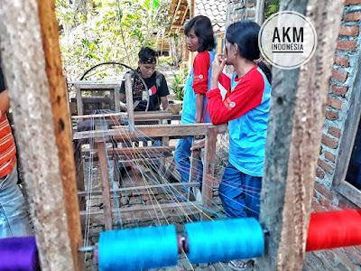 Tenun stagen adalah ciri khas tenun Sejati Deso Yogyakarta