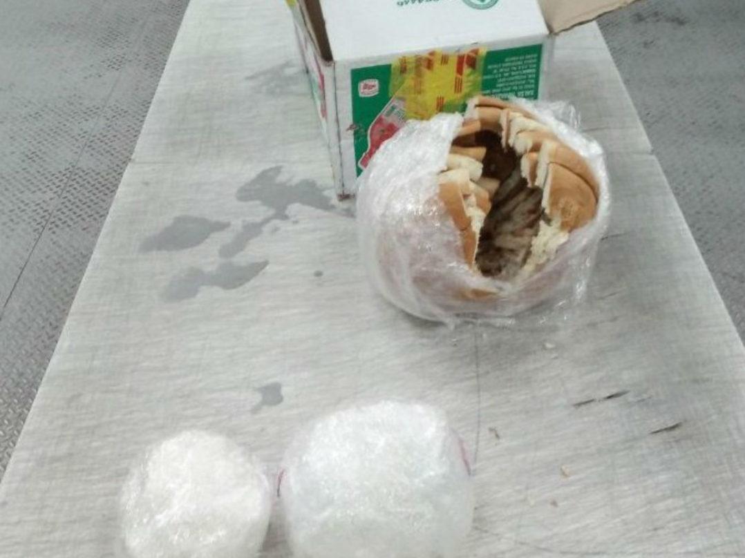 Primero en bolillos y ahora localizan pan relleno de crystal en aeropuerto de Querétaro