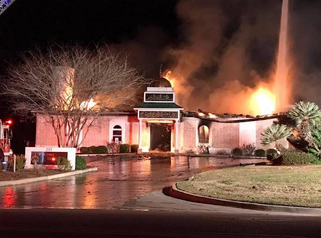 "Masjid Victoria Texas Dibakar Masa Sesaat Setelah Presiden Trump Mengumumkan Kebijakan ""Muslim Ban"" di Amerika"