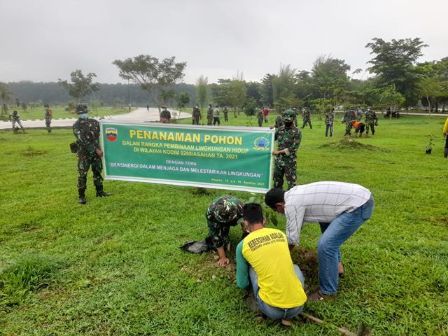 Lestarikan Lingkungan Hidup, Personel Jajaran Kodim 0208/Asahan Turut Serta Menanam Pohon