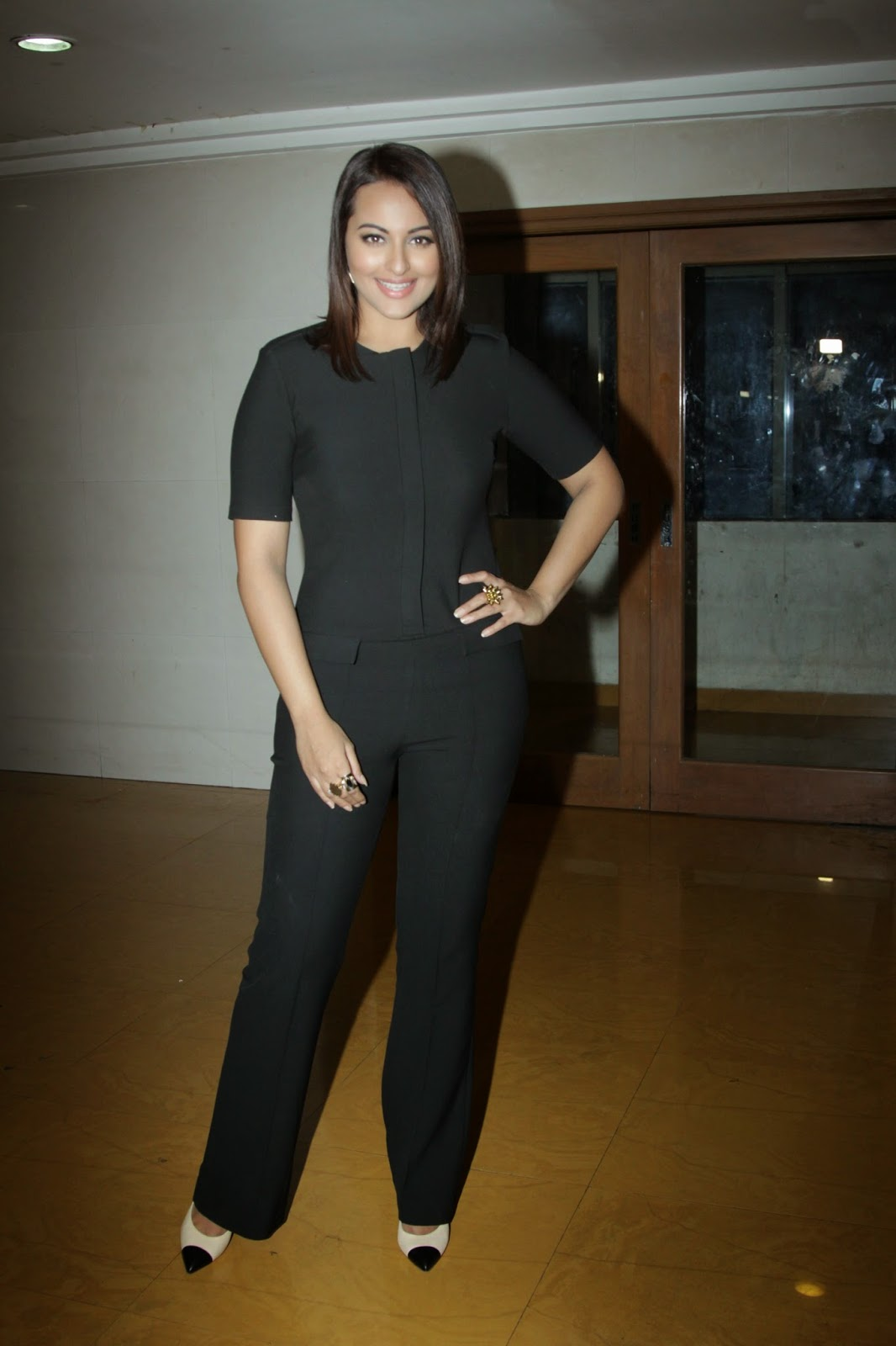 Indian Glamorous Hot Girl Sonakshi Sinha Photos In Full Black Dress