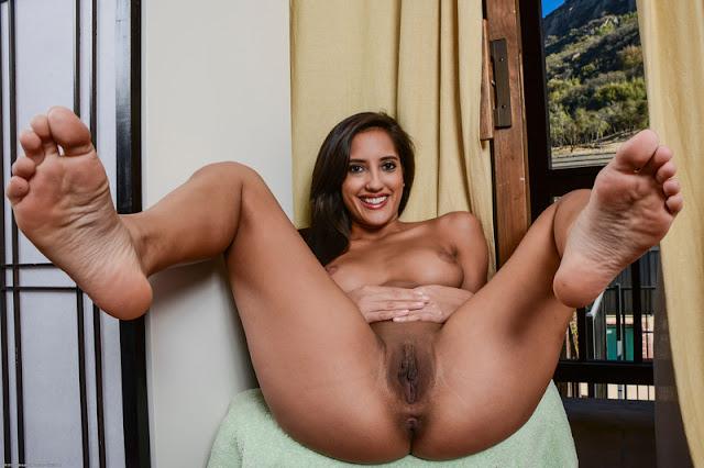 Soumise nue totalement exposée et exhibée