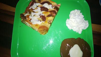 Pflaumenkuchen mit Vanillesauce und Schokopudding