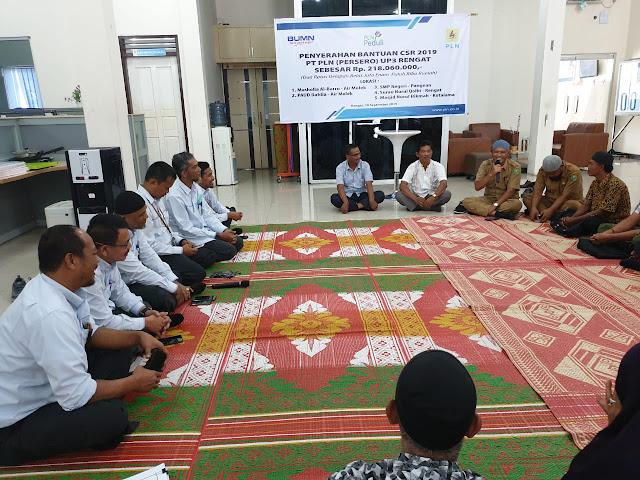 PLN Unit Induk Wilayah Riau dan Kepri Serahkan Bantuan CSR Untuk Masjid