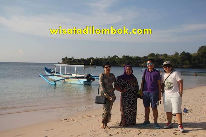 Tour 1 Hari Pantai Pink Lombok
