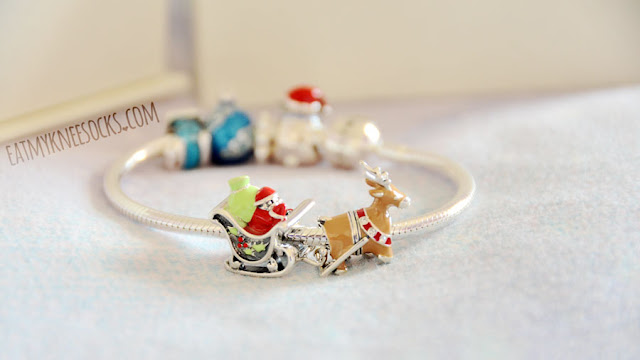 A Christmas-themed Pandora-style holiday charm bracelet from Soufeel, featuring sterling silver ornament, sleigh, Santa, reindeer, candy cane, and bear charms for the perfect winter gift.
