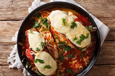 Mozzarellás csirkemell fűszeres paradicsomszószban: sütés előtt ebben pácold a húst
