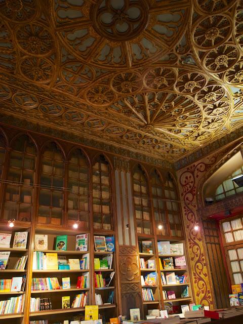 Librerias y techo de Lello e Irmao