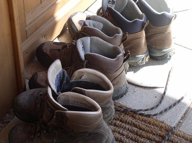 Menyimpan sepatu gunung - Foto Kirsten Evers