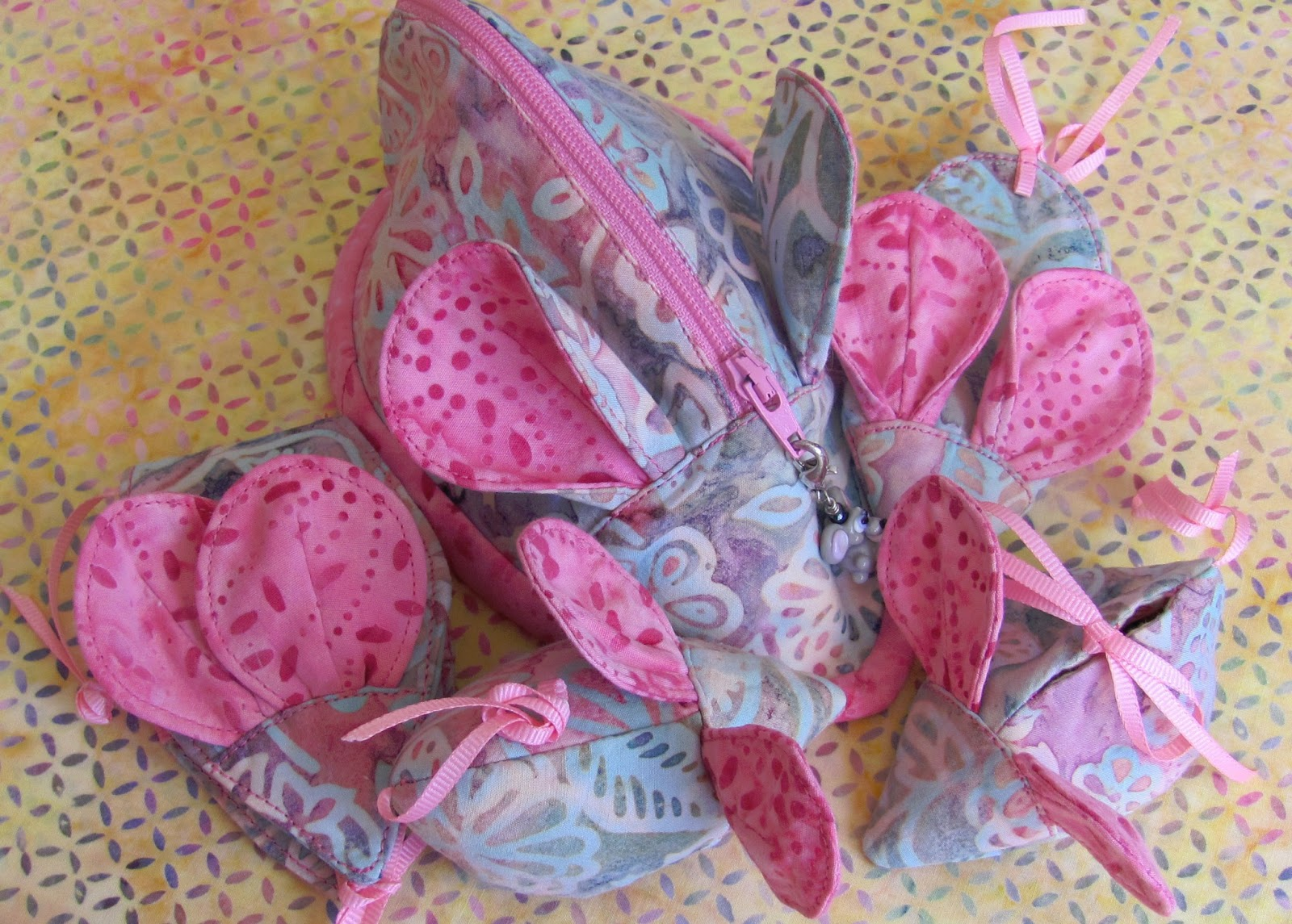 Muddle of Mice Pouch. Tutorial and Pattern