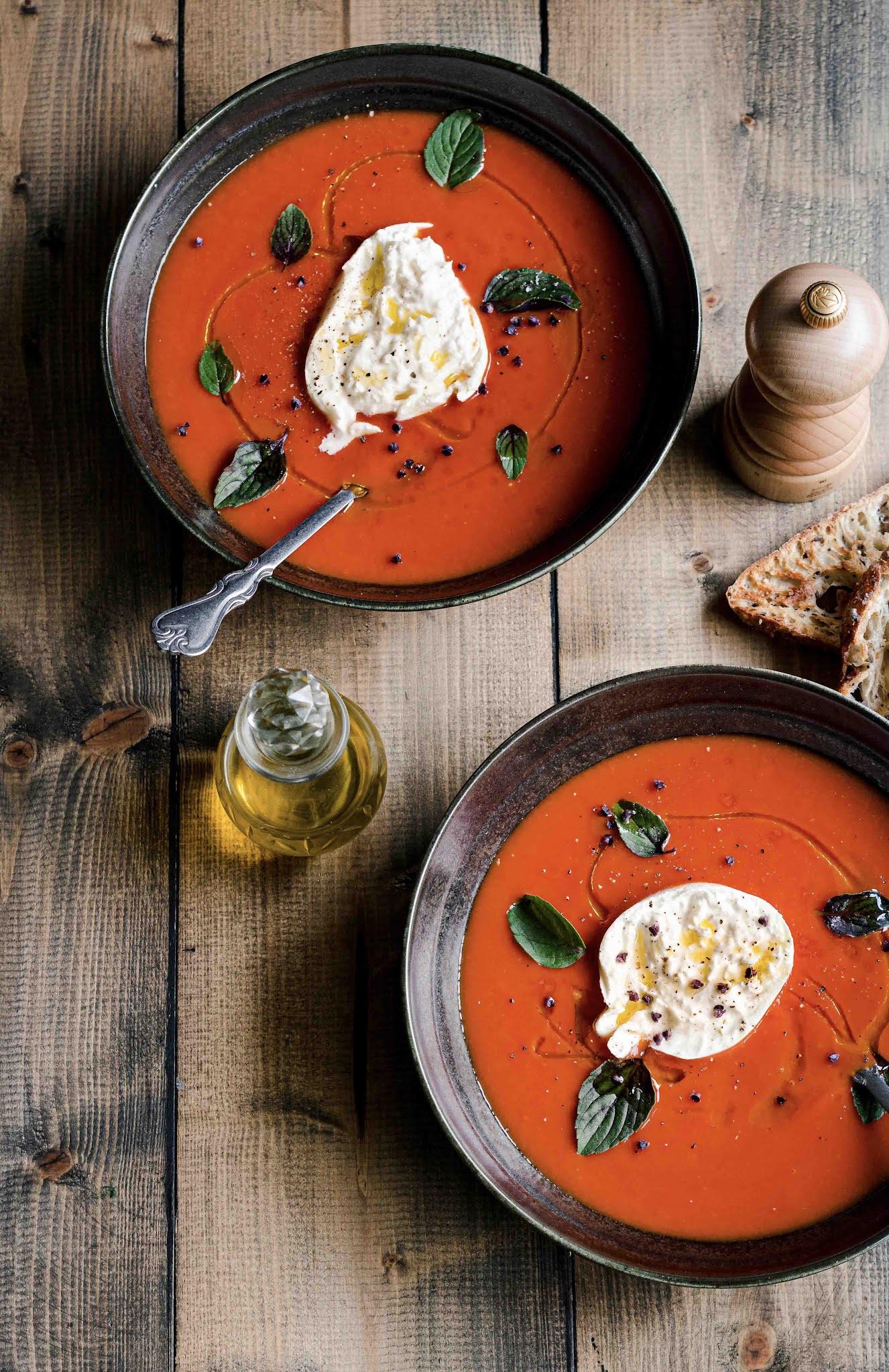 soupe d'automne , tomates, burrata, cuisine rapide