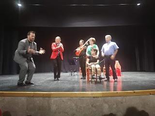 Félix Crujera canta con pasión y dedicación