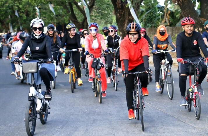 Fatmawati Rusdi Fatma Gowes Sepanjang 16 Km