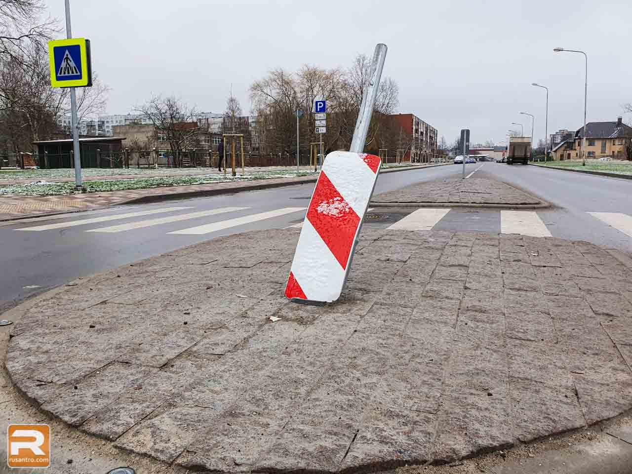 Sabojāta ceļa zīme