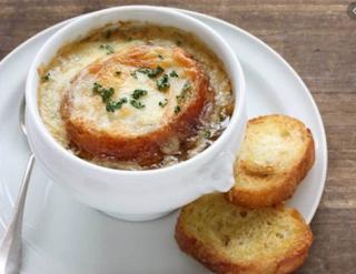 Soupe a l'oignon Makanan Khas Perancis