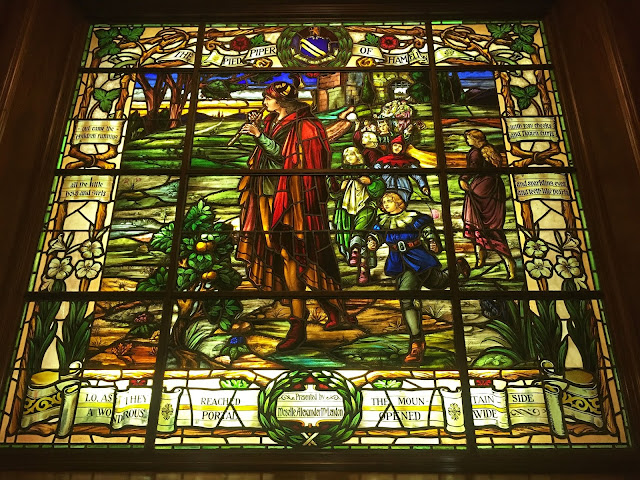 a stained glass window depicting the Pied Piper of Hamlin, Armstrong Browning Library