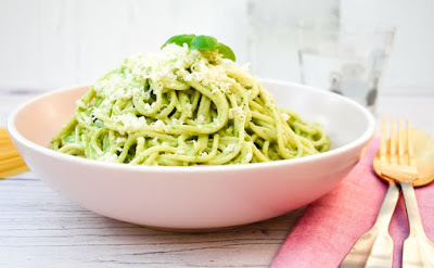 https://www.tinnedtomatoes.com/2018/06/kale-and-cashew-pesto-spaghetti.html