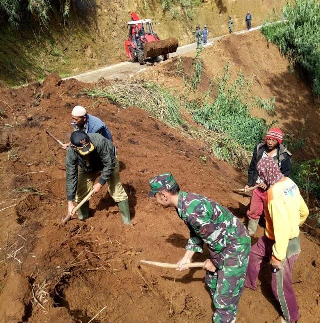 Akibat Hujan Deras, Tebing Setinggi 30 Meter Longsor