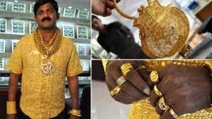 رجلا هنديا دفع 14000 جنيه إسترليني مقابل قميص من الذهب الخالص