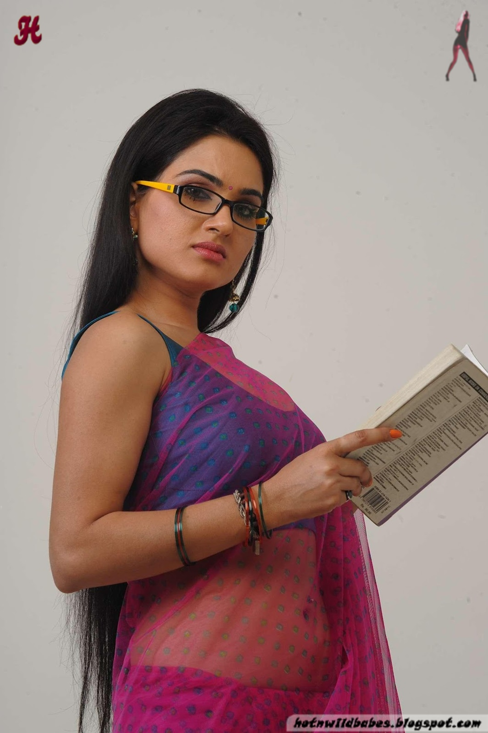 Kavya Singh Boobs Exposed In A Palluless Blouse - Hot N -7123