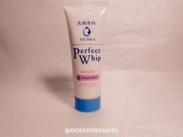 facial-foam-senka-whip-white