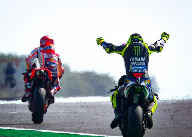 Marquez e Rossi largam na frente no retorno de Lorenzo
