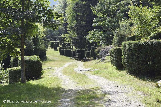 Topiarias, Paisajismo, Ruta Transpiranaica, Viajes en Moto, Boj, Poda topiaria, Poda del boj, Pirineo francés, Pirineos, Jardines mágicos, Jardines de ensueño