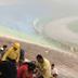 Torrenciales lluvias inundan estadio en segundos y deja atrapados a decenas de personas (VIDEO)
