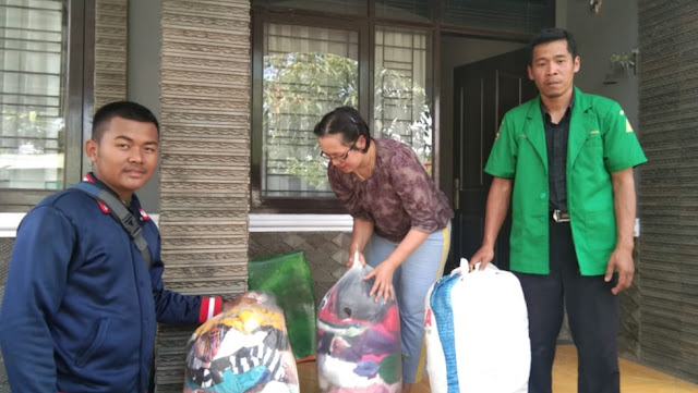Ansor dan Banser Bandung Barat Bantu Korban Banjir di Ngamprah