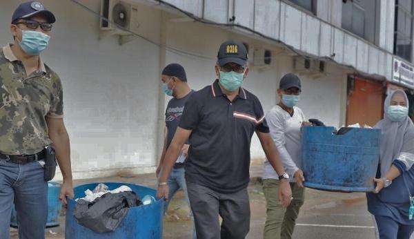 Bersama 1.098 Personel, Wawako dan Sekdako Batam Goro Massal