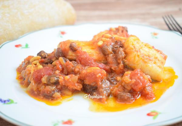 Bacalao en Salsa de Tomate con Pasas y Piñones. Vídeo Receta