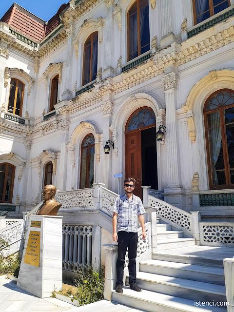 Harun İstenci İstanbul Üsküdar'da Hababam Sınıfı Müzesinde...