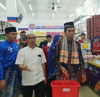 Ustadz Abdul Somad Resmikan Mini Mart Muslim Madani Mart Pekanbaru