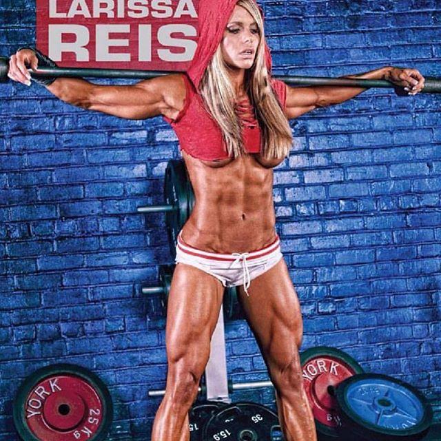 First Brazil Fitness Diva Larissa Reis Instagram photos