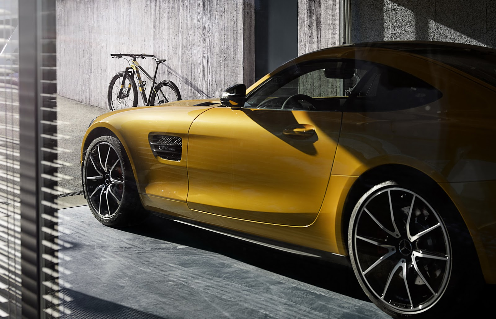 Bmw S M Bike Limited Edition And Mercedes 10k Amg Gt