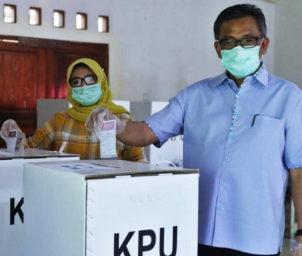 Sekdako Batam Bersama Keluarga Mencoblos di TPS 09 Patam Lestari Sekupang