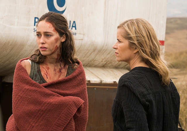 Alicia Clark (Alycia Debnam-Carey) e Madison Clark (Kim Dickens) nell'episodio 13