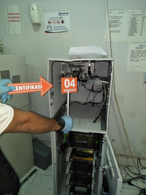 Mesin ATM yang dibobol kawanan perampok.