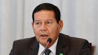 Mourão diz que haverá eleições e  que Brasil não é 'república de banana'
