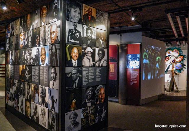Galeria de lutadores pelos direitos dos negros no Museu da Escravidão de Liverpool
