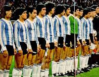 SELECCIÓN DE ARGENTINA - Temporada 1978-79 - Ortiz, Maradona, Ardiles, Villaverde, Tarantini, Olguín, Luque, Fillol, Bertoni, Gallego y Passarella - HOLANDA 0 ARGENTINA 0 - En los penaltys ganó ARGENTINA 8 a 7 - 22/05/1979 - Partido amistoso, aniversario de la Copa del Mundo - Berna, Suiza, Stade de Suisse